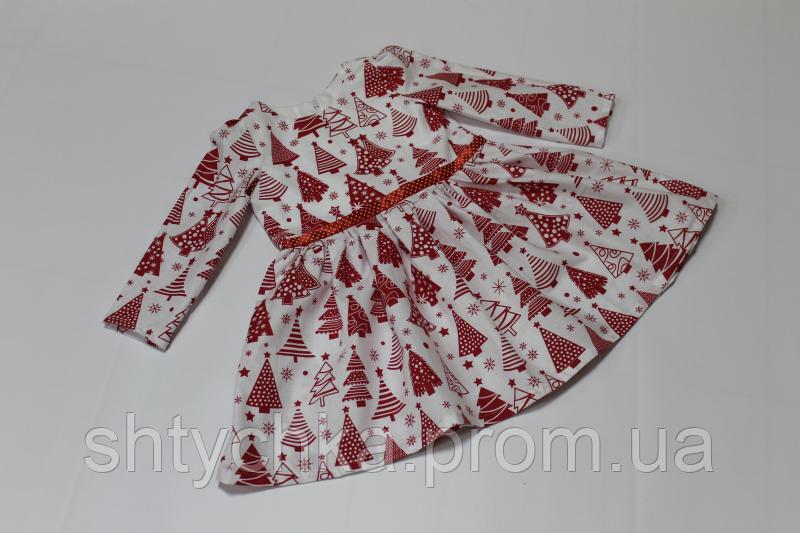 """Повседневно - нарядное новогоднее платье """"Красные елочки"""" на белом фоне"""