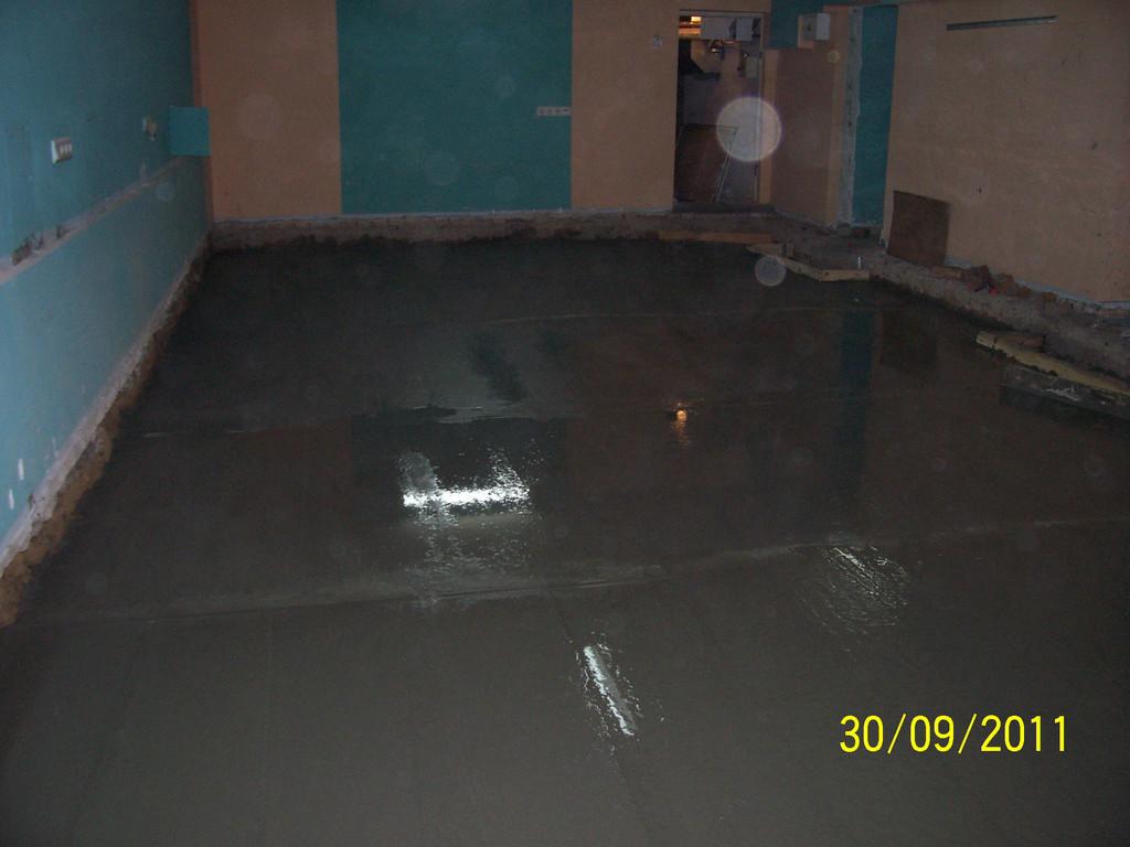 Итог - увеличение потолка до необходимой величины, новые ровные армированные бетонные полы, готовые под укладку напольной плитки.