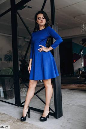 Красивое платье мини полуприталенное с открытой кружевной спинкой рукав три четверти синее , фото 2