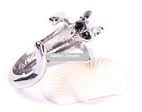 Симпатичное кольцо Кошка с кристальными глазами, ювелирное изделие, цвет - серебро, цвет глазок -  черный