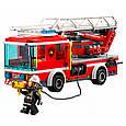 """Конструктор Lepin 02054 """"Пожарный автомобиль с лестницей"""" 239 деталей. Аналог LEGO City 60107, фото 4"""