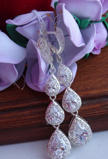 Шикарные серебряные серьги для вечерних нарядов