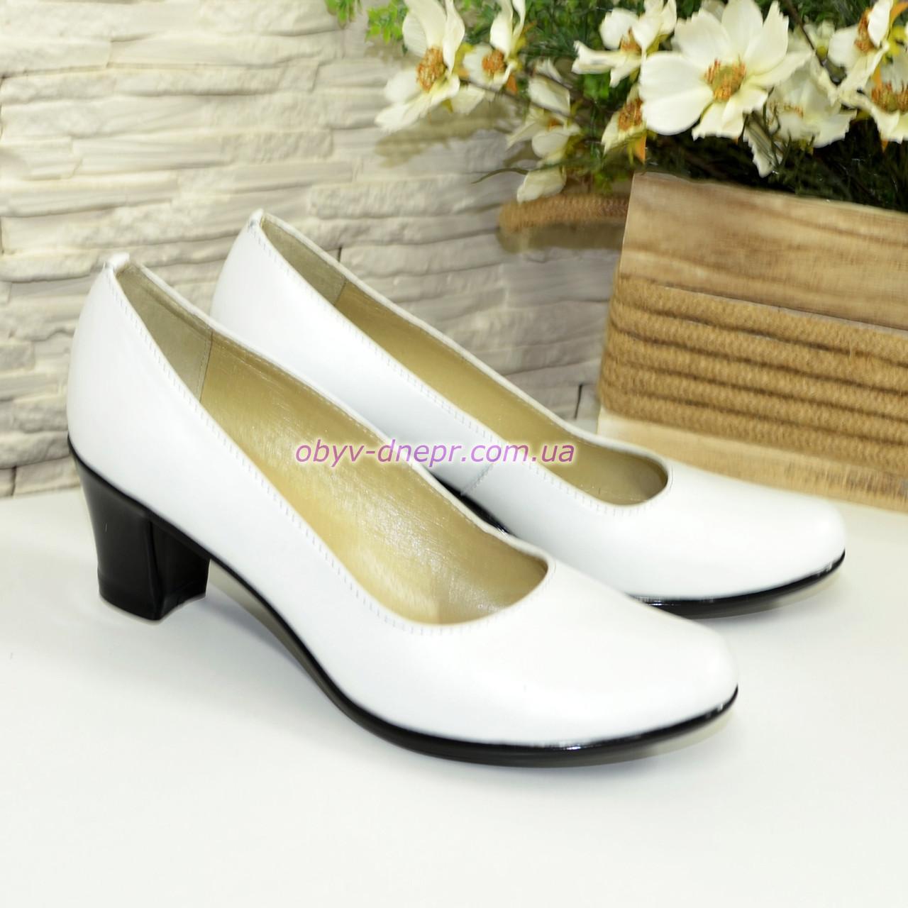 Белые кожаные женские туфли на каблуке. 39 размер