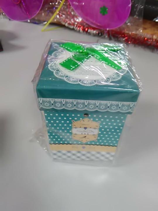 Подарочная коробка зеленая с бусинами