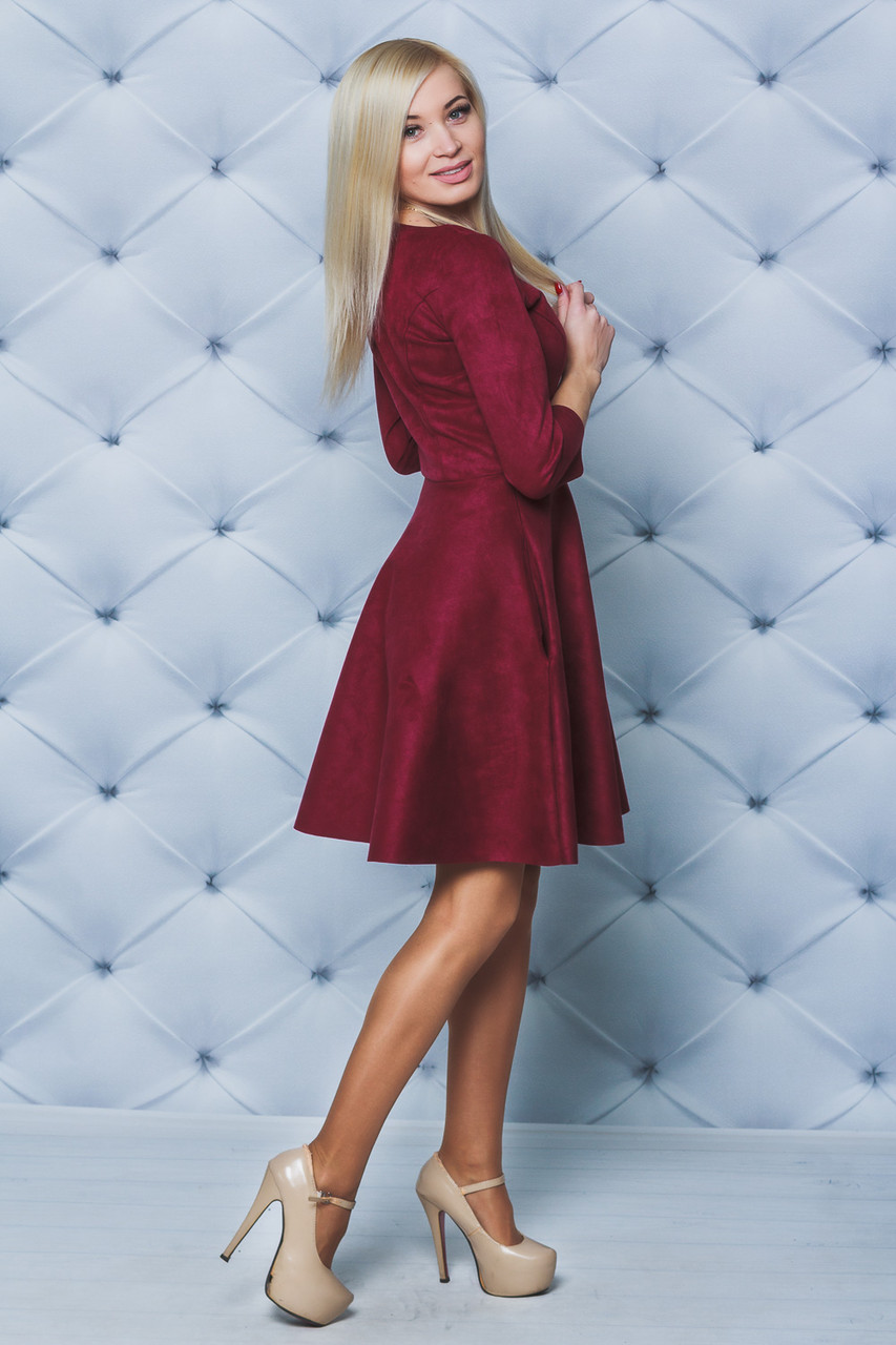 Короткое платье замш бордо