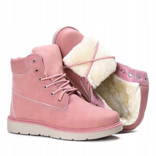 Женские ботинки нежно розового цвета на зимнее время