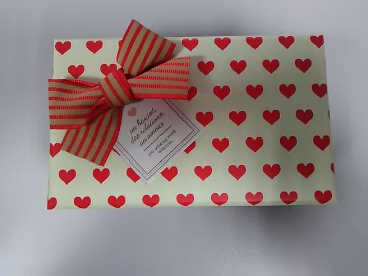 Подарочная коробочка с рисунком сердечки