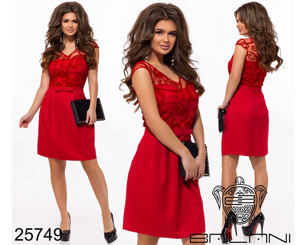 Красное платье по колено