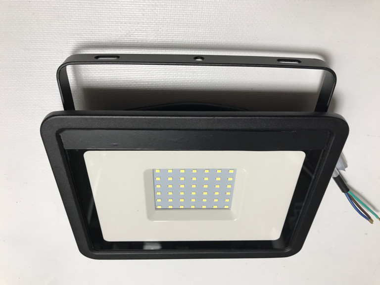 Світлодіодний прожектор з вбудованим датчиком руху PREMIUM SLS16-50 50W 6500K IP65 Код.59336