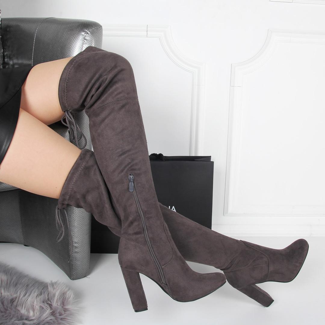 Осенние ботфорты толстый каблук. Сзади на завязках серые