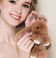 Брелок кролик из меха для сумочки или рюкзака с золотистым кольцом вставки из кожи размер 18-23 см