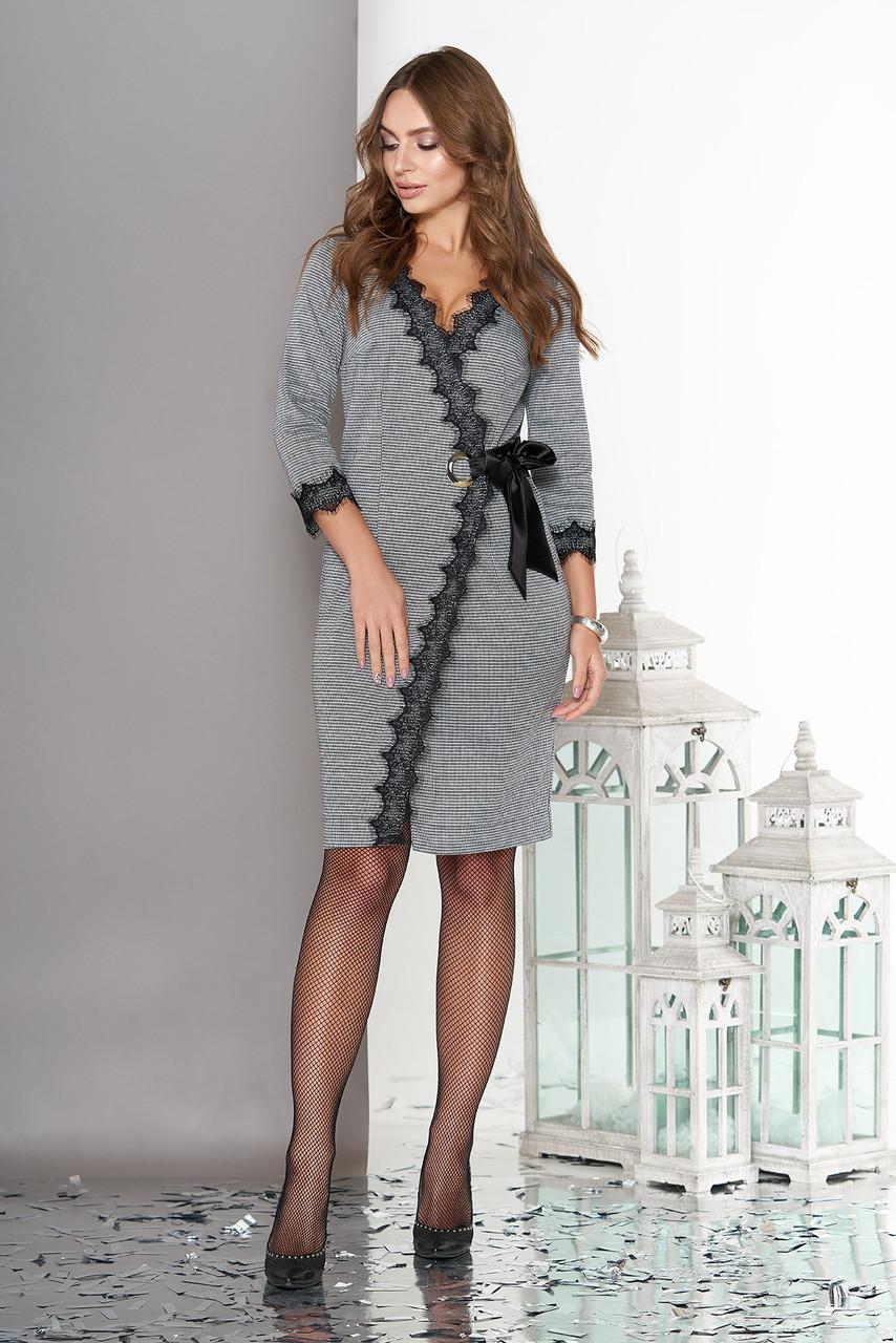 Платье на запах трикотажное с кружевом