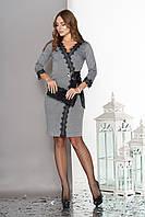 Женское платье на запах трикотажное с кружевом серое