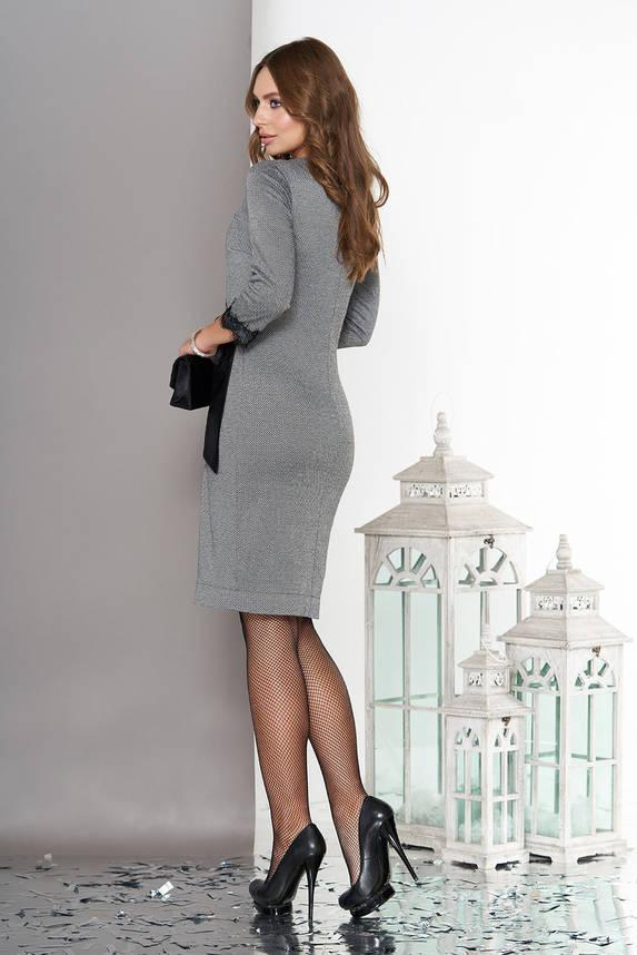 Женское платье на запах трикотажное с кружевом серое, фото 2