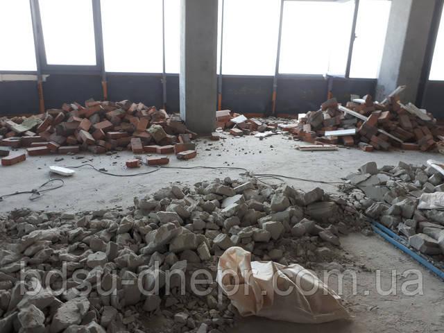 Всё что осталось от цементного пола