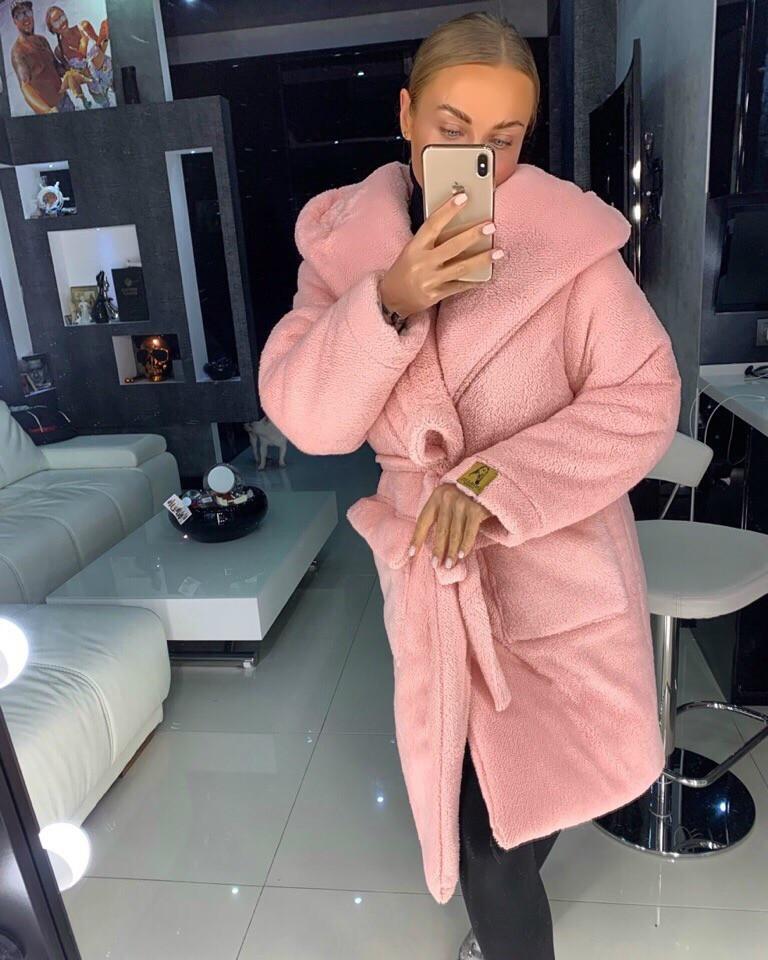Розовая зимняя шубка