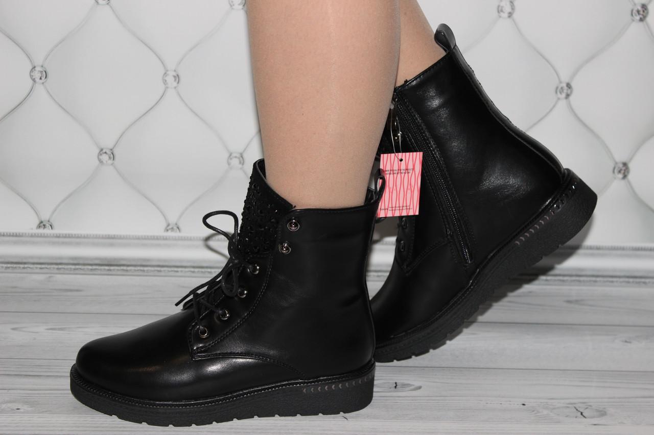 Женские зимние ботинки черного цвета на молнии