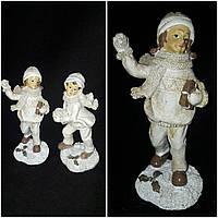 """Красивая статуэтка к Новому году """"Девочка со снежкой"""" из поликерамики, выс. около 15 см., 126 гр."""