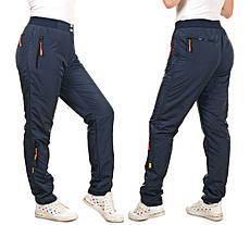 Женские спортивные штаны из плащевки на флисе
