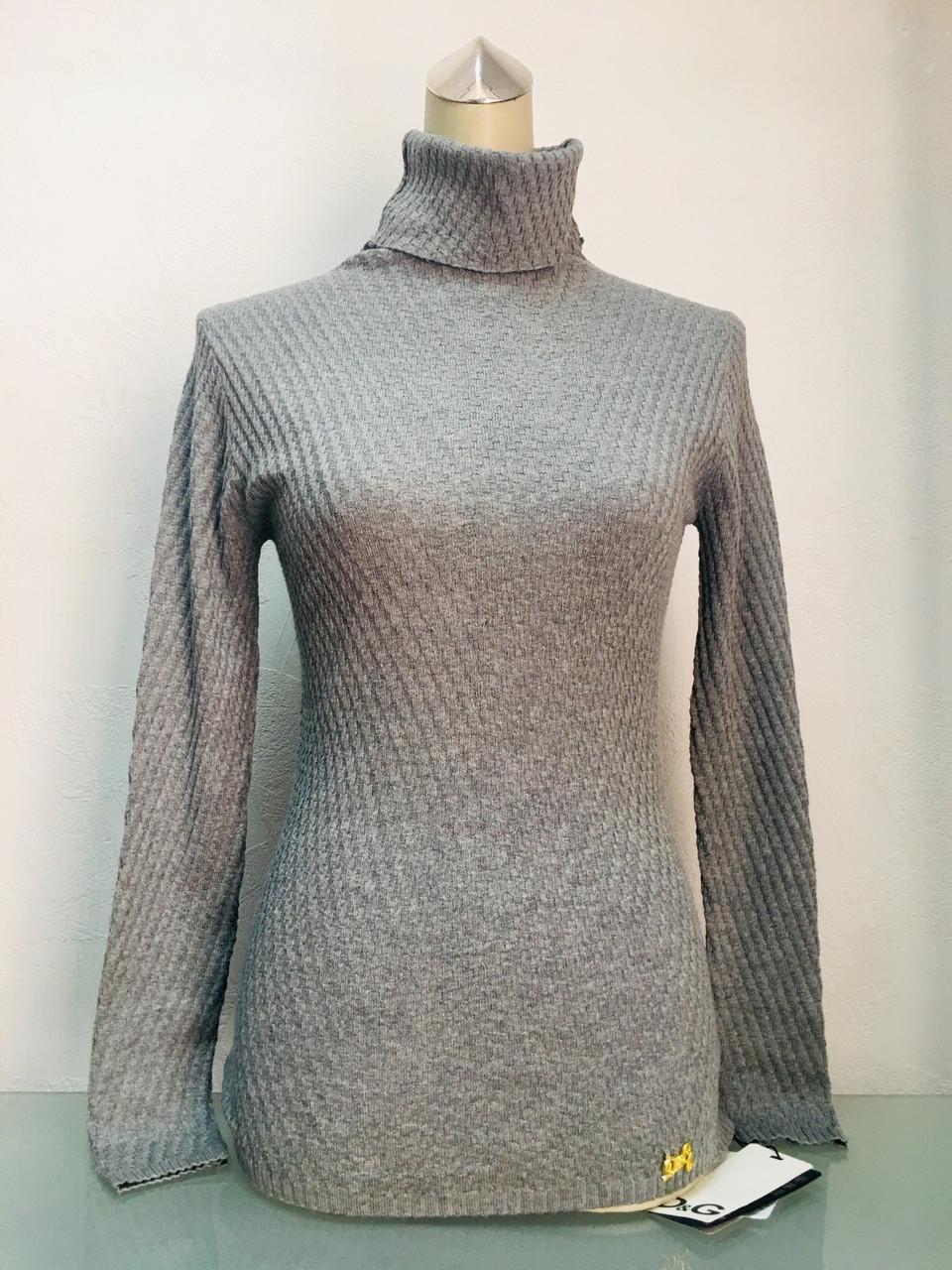Свитер в стиле D&G женский с высоким горлом серый жемчужный