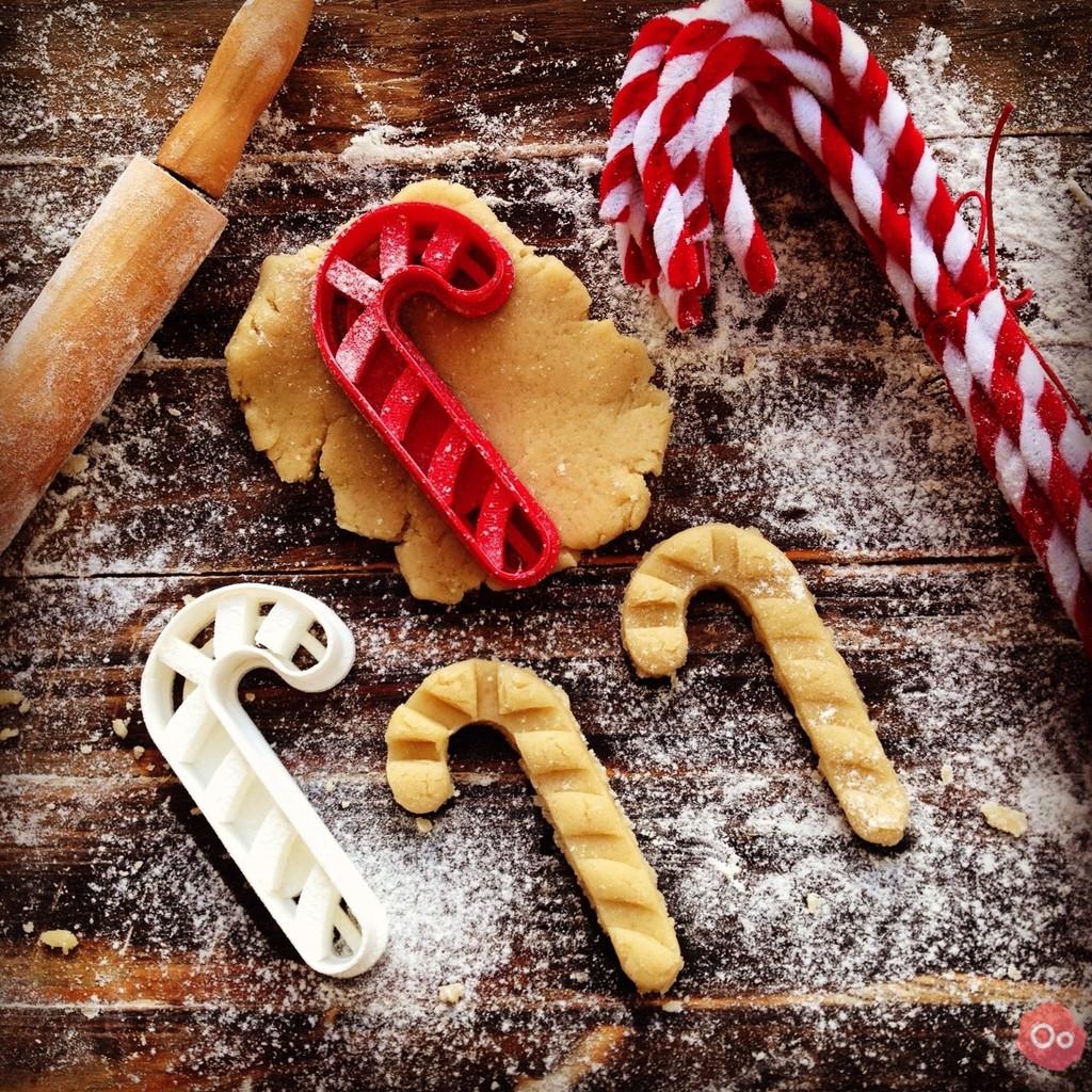 Новогодняя вырубка для печенья леденец от OogiMe