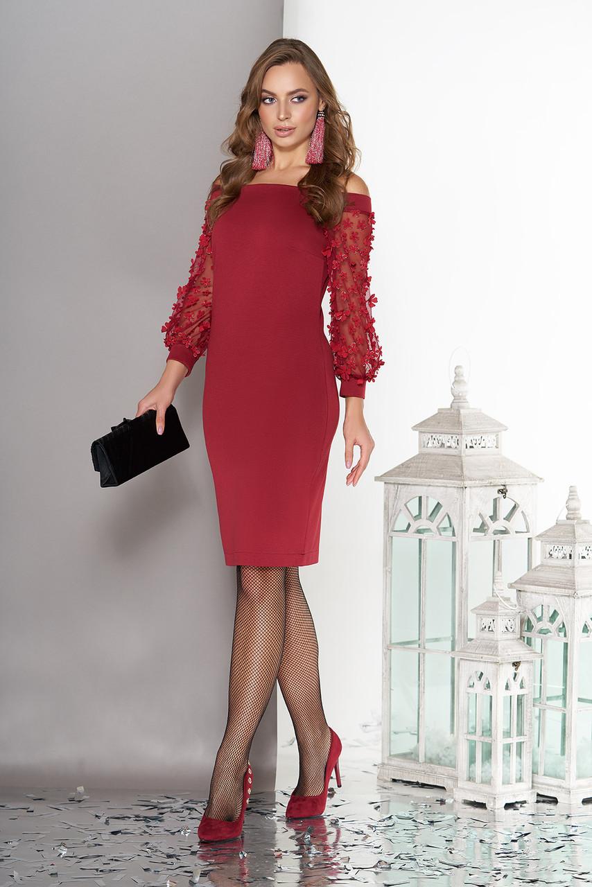 Вечернее платье с открытыми плечами бордовое