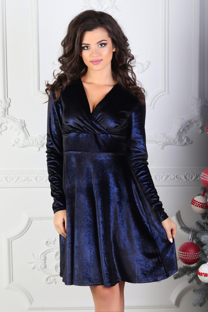 Нарядное сверкающее коктейльное бархатное платье с запахом на груди и завышенной талией