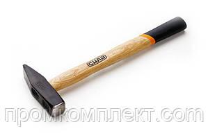 Молоток слесарный 200 г с деревянной рукояткой СИЛА