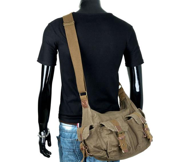 Молодежная мужская сумка на манекене