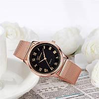 Женские часы с золотистым ремешком Geneva