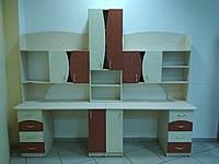 Мебель в детскую: 2 стола и полки б/у, фото 1