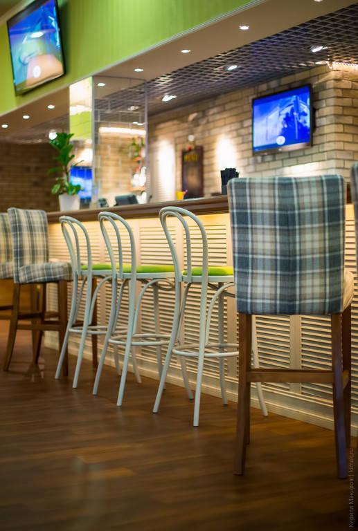 С помощью нашего дизайнера можно оптимизировать смету, уменьшив все возможные накладные расходы на изготовление обивки для мебели Вашего заведения.