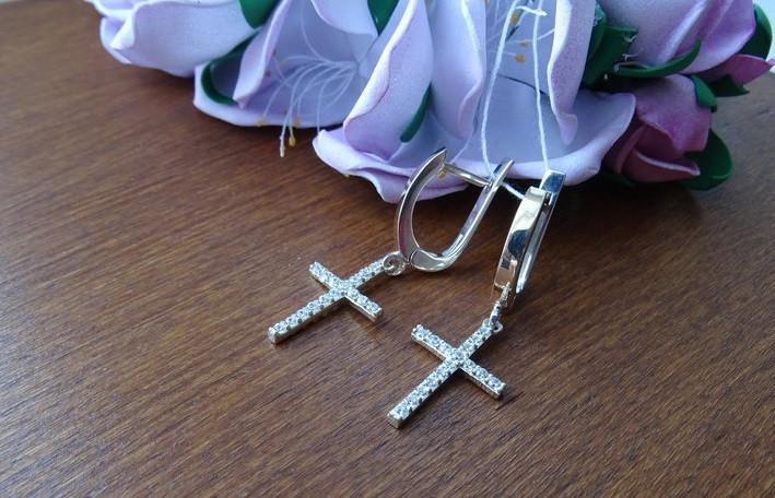 Серебряные серьги с золотыми вставками в форме крестиков