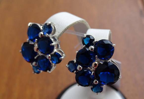 Серебряные серьги с золотой пластиной и синими камнями в стиле Картье