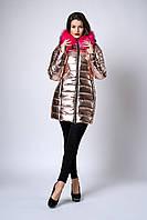 Зимняя женская молодежная куртка. Код К-141-63-19. Цвет пудра металик с малиновым мехом.