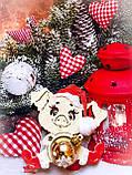 Новогодняя свинка с игрушкой - Символ 2019 года. Новогоднее украшения свинка сидящая, фото 2