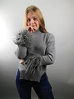 Свитер женский с декором из эко-меха ламы на рукавах в размере S/M