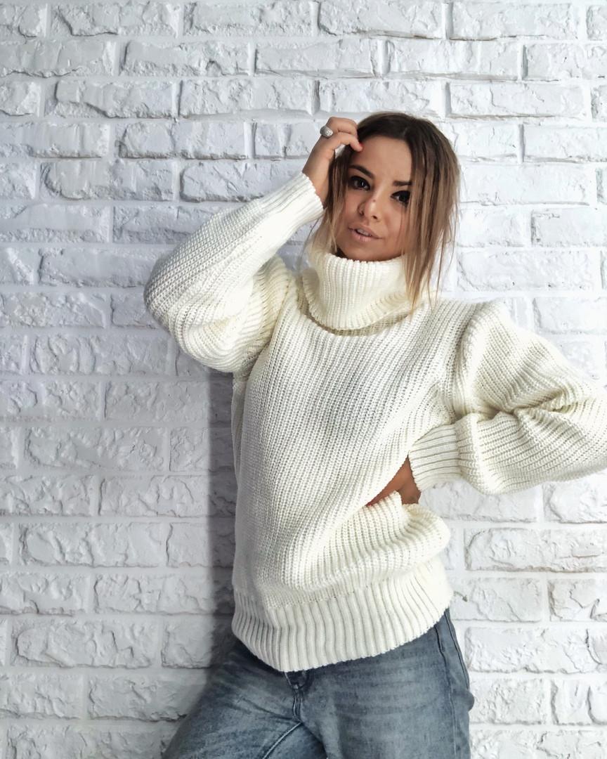 Женский вязаный свитер объемный