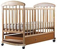 """Детская кроватка """"Наталка"""", дерево ольха, колёса, качалки, опускающийся бортик, светлая с ящиком (шуфлядой)"""