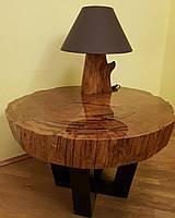 Стол из спила дуба с настольной лампой
