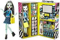 Монстер Хай кукла и модный кейс Френки Штейн Monster High Fashion Doll Case Frankie Stein