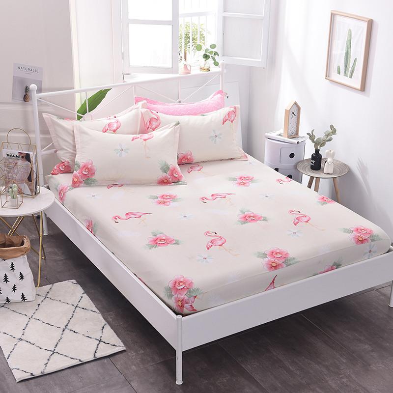 Простынь на резинке Фламинго и цветы 150x200+25 см Berni Home