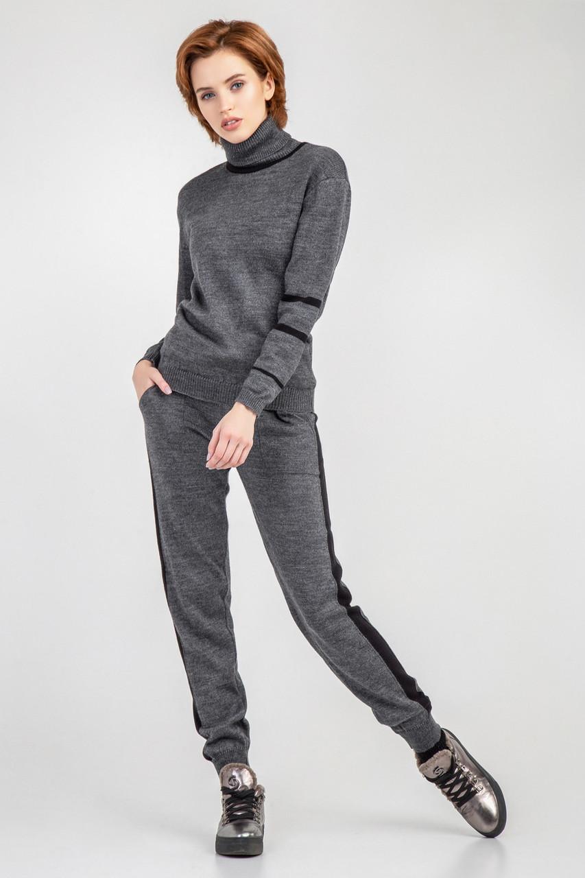 Молодежный серый вязанный брючный костюм размер 44