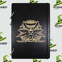 Скетчбук с деревянной обложкой А5 черный лак Ведьмак, фото 1