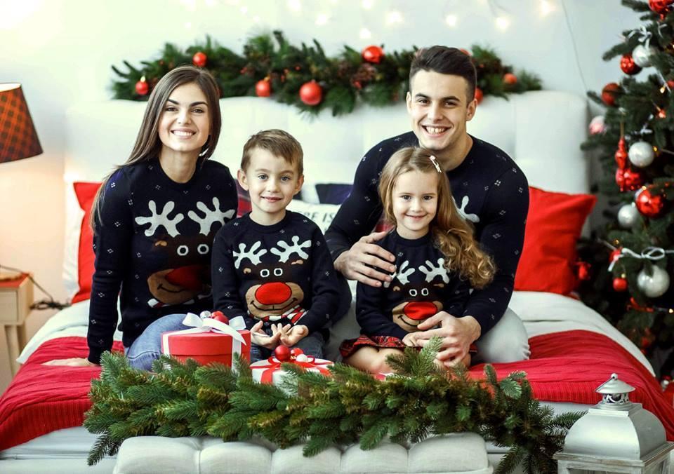 """Семейные новогодние вязанные свитера """"Веселый олень"""""""