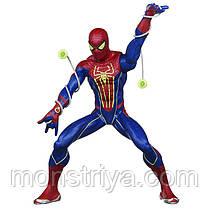 Велика Людина-Павук стріляє світловий павутиною і світиться в темряві від Hasbro серія Marvel
