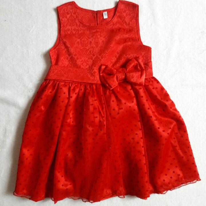 Красное нарядное детское платье .