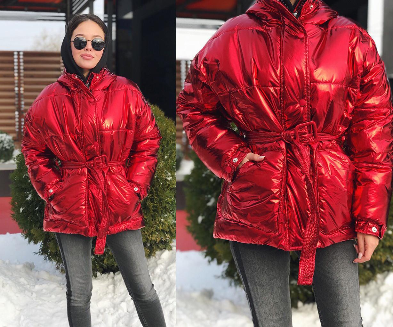 """Женская зимняя короткая куртка 1075 """"Плащёвка Металлик Капюшон Пояс"""" в расцветках"""