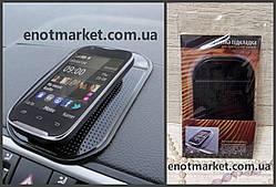 Коврик-держатель антискользящий липкий на торпеду автомобиля для телефона и прочих аксессуаров