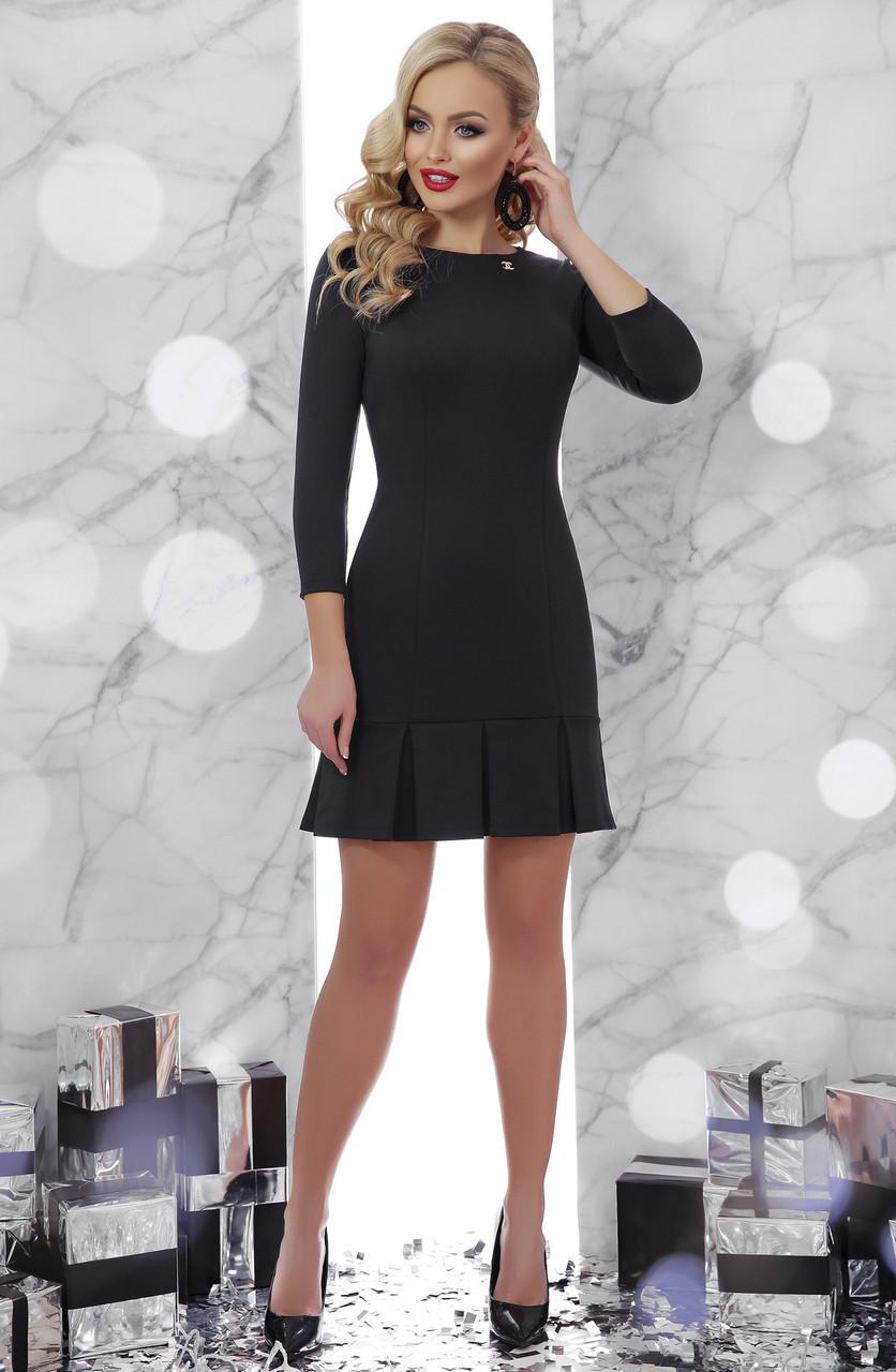 Короткое женское бордовое платье по фигуре со складками на юбке , рукав три четверти Селена д/р